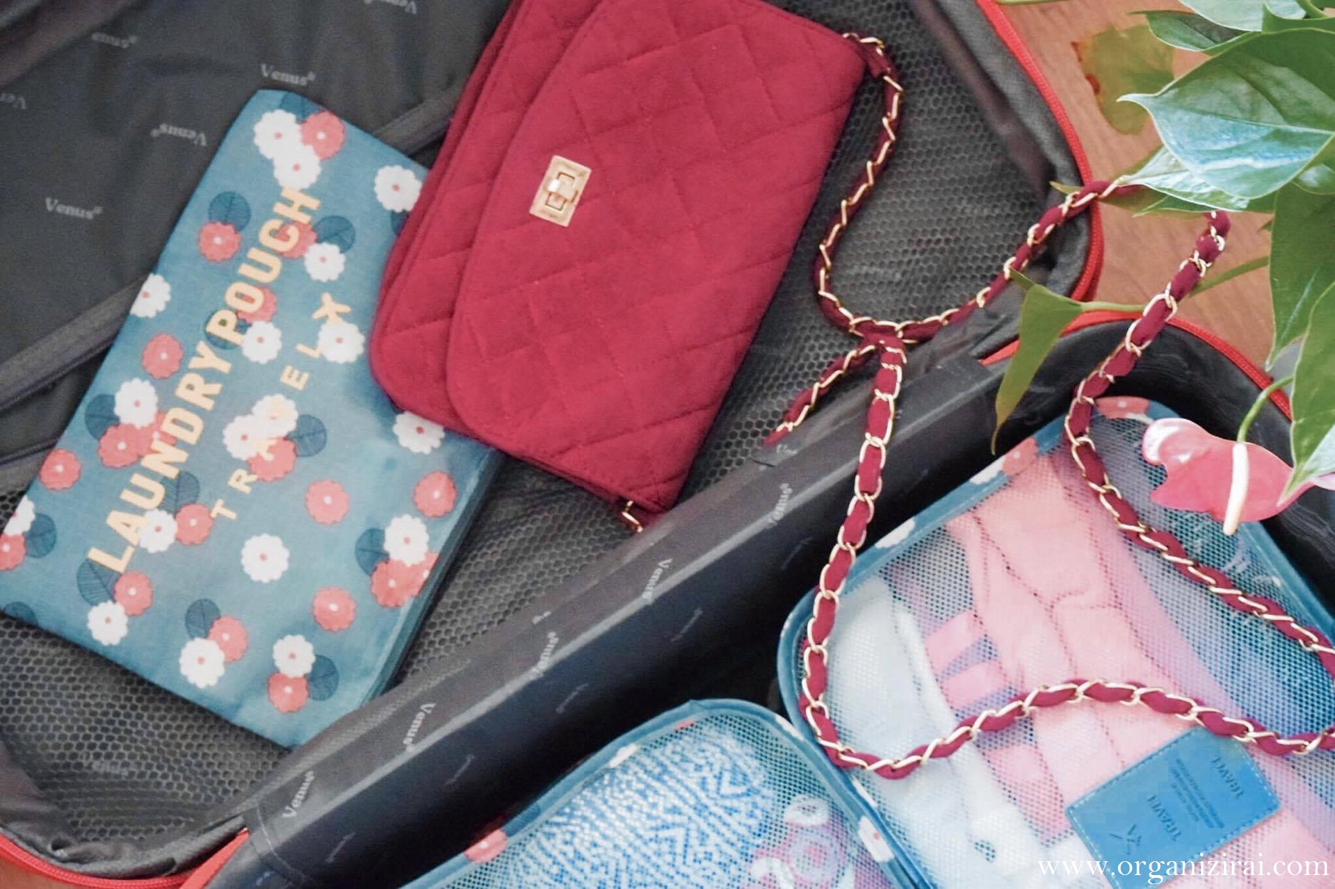 How-to-pack-a-carry-on-luggage-suitcase-packing-tip-organizirai.com-blog-best-bulgarian-bloggers-pink-purse